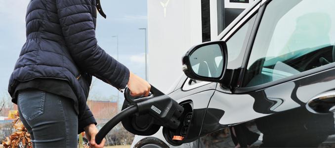 Rittal oferece soluções para mobilidade elétrica