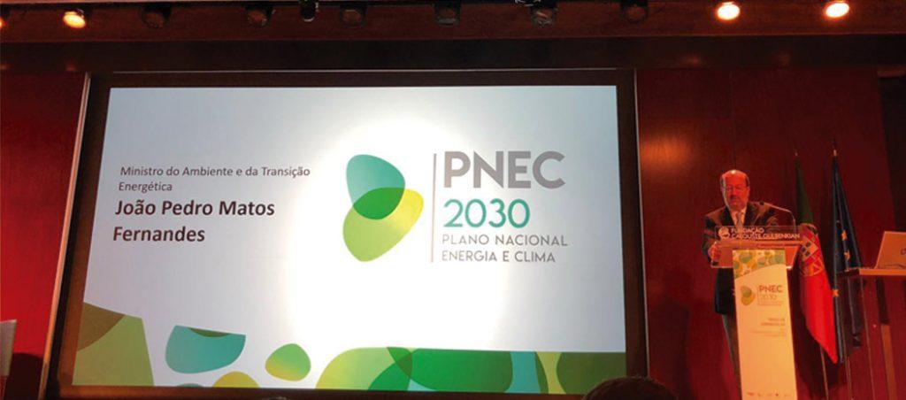 Sistema fiscal atual não reflete exigências do PNEC, diz estudo APREN